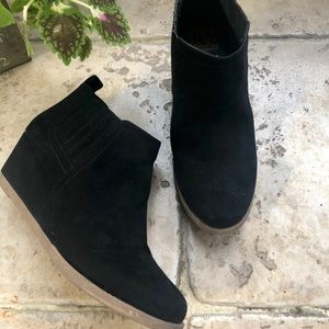 DOLCE VITA 8 booties. Size 7